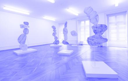 Rachel-de-Joode_Stacked-Sculptures_Biel_Studio-Violet_Viola-Eickmeier_blue