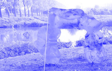 Rachel_de_Joode_Flat_Nature_Surface_Bodies_Kunstfort_NL_Studio_Violet_Viola_Eickmeier_1_blue
